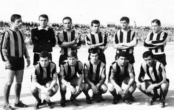 ΑΟ Χαλκίς: από αριστερά: πάνω: Τσάκαλος Δ., Καγιάς, Εμμανουηλίδης, Κουμπιάς, Κουτσουδάκης, Λίβας, κάτω: Σιμιτζής, Ρογκάς, Παππάς, Α. Τοκπασίδης Β., Μπρατσιώτης.